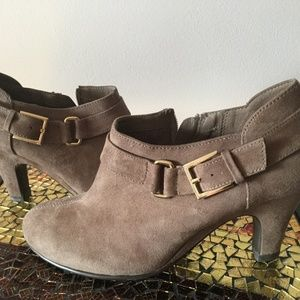 Aerosoles Heel Rest Side Zip Ankle Boots
